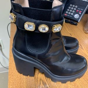 Gucci leather ankle boot with belt no box